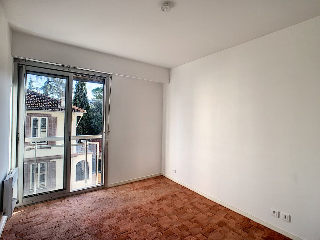 Appartement à louer 2 45.97m2 à Cannes vignette-5