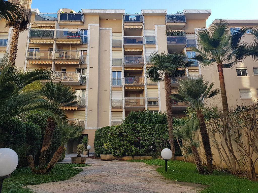 Appartement à louer 2 45.97m2 à Cannes vignette-11