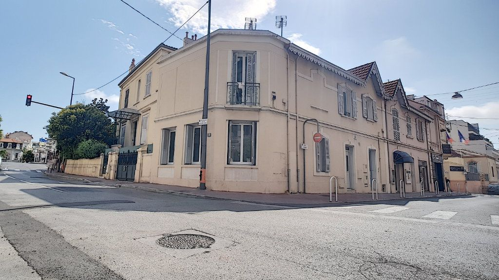 Appartement à louer 3 61.05m2 à Cannes vignette-1