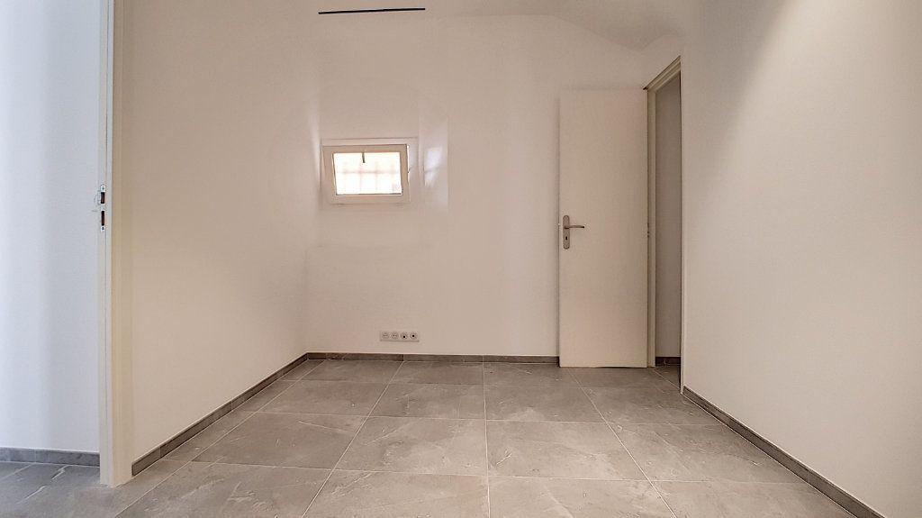 Appartement à louer 3 61.05m2 à Cannes vignette-4