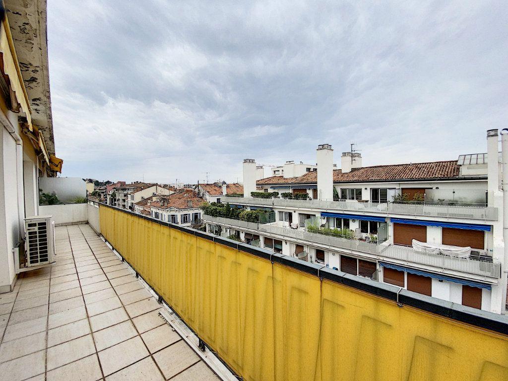 Appartement à vendre 3 76.14m2 à Cannes vignette-2