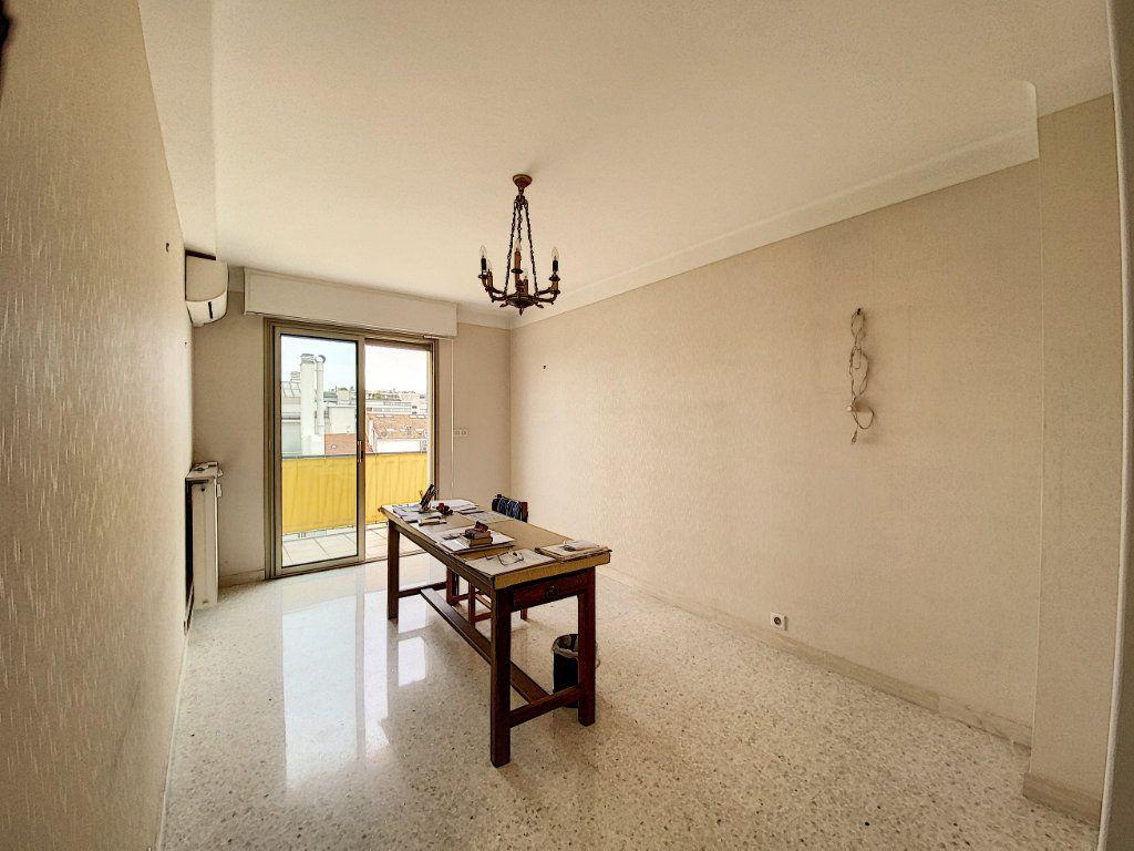 Appartement à vendre 3 76.14m2 à Cannes vignette-5