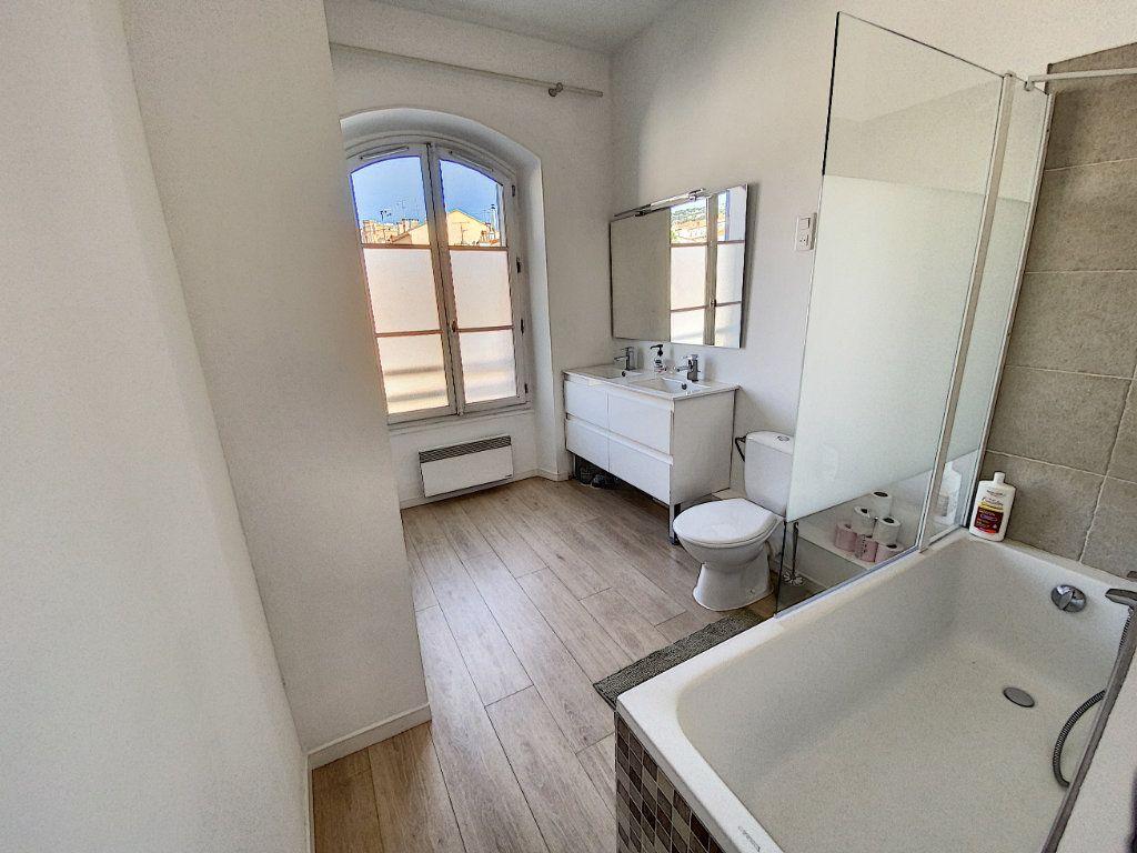 Appartement à vendre 4 91.4m2 à Cannes vignette-6