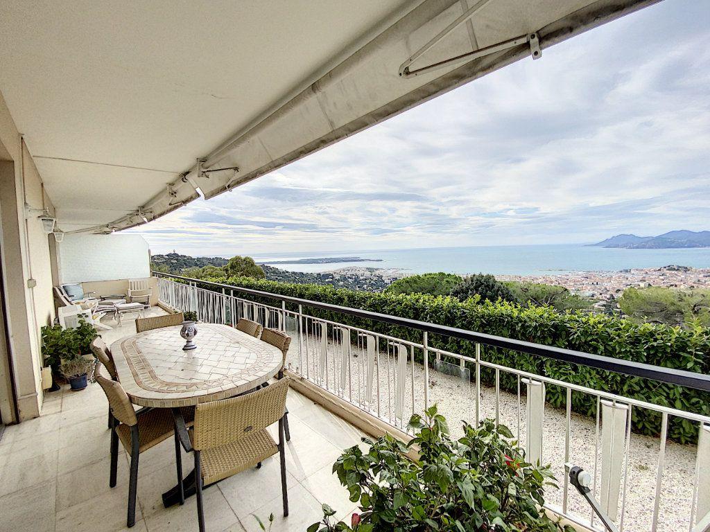 Appartement à vendre 3 91.4m2 à Cannes vignette-1