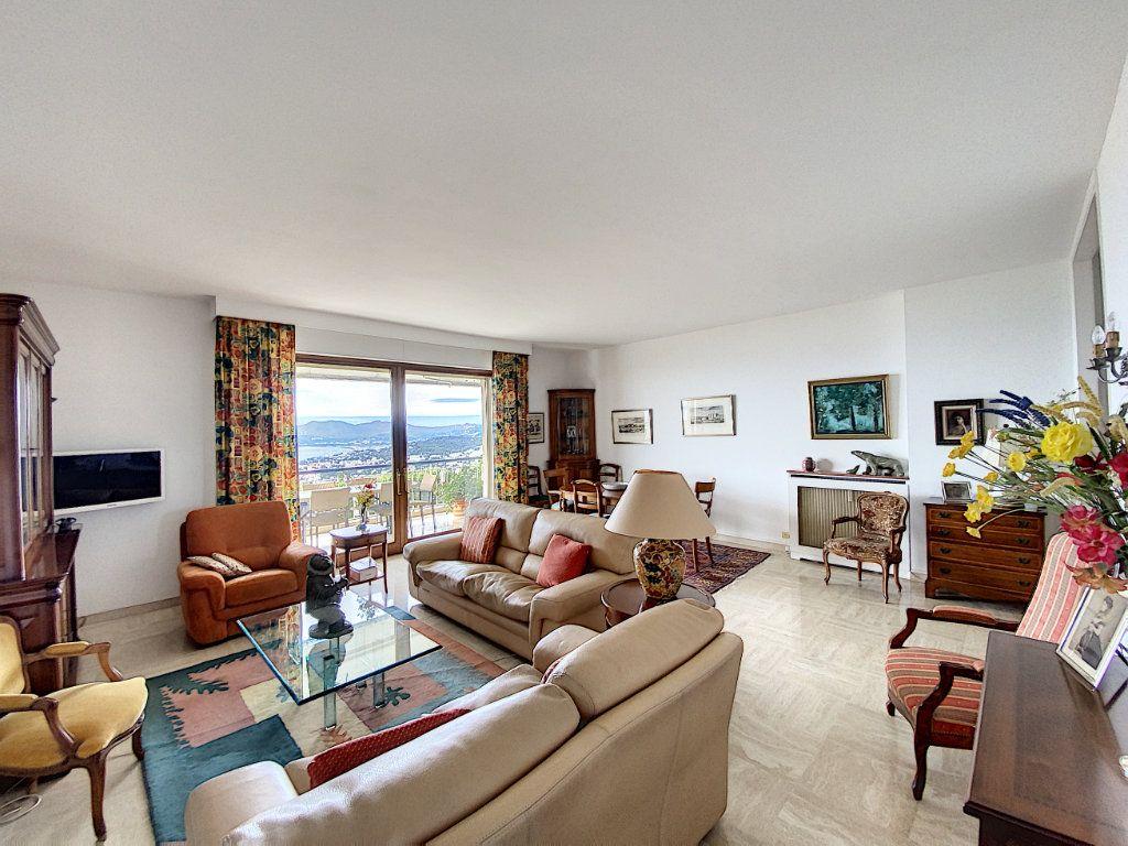 Appartement à vendre 3 91.4m2 à Cannes vignette-2