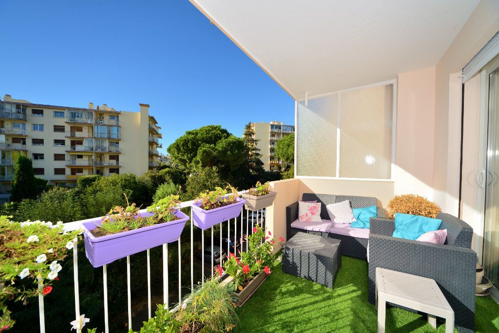 Appartement à vendre 3 75m2 à Cannes vignette-2