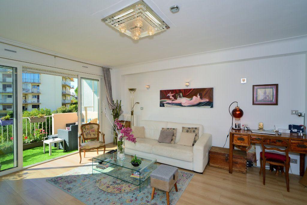 Appartement à vendre 3 75m2 à Cannes vignette-4