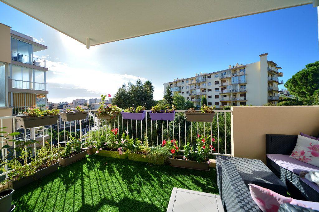 Appartement à vendre 3 75m2 à Cannes vignette-10
