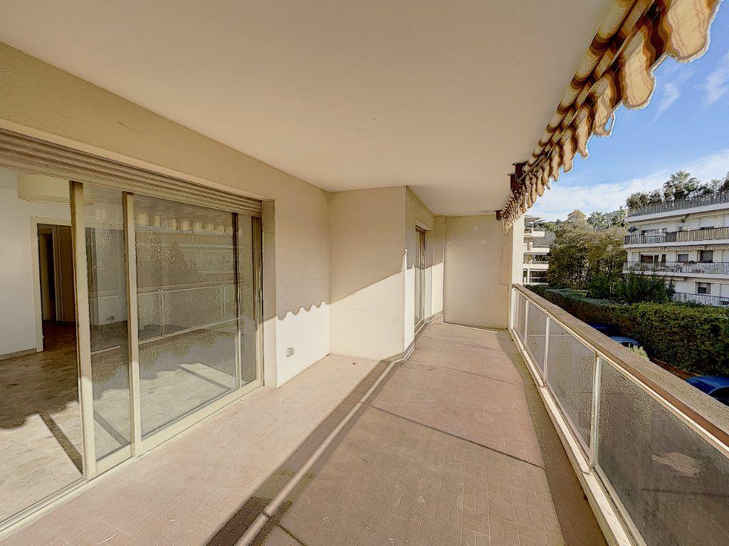 Appartement à vendre 3 68.24m2 à Cannes vignette-2