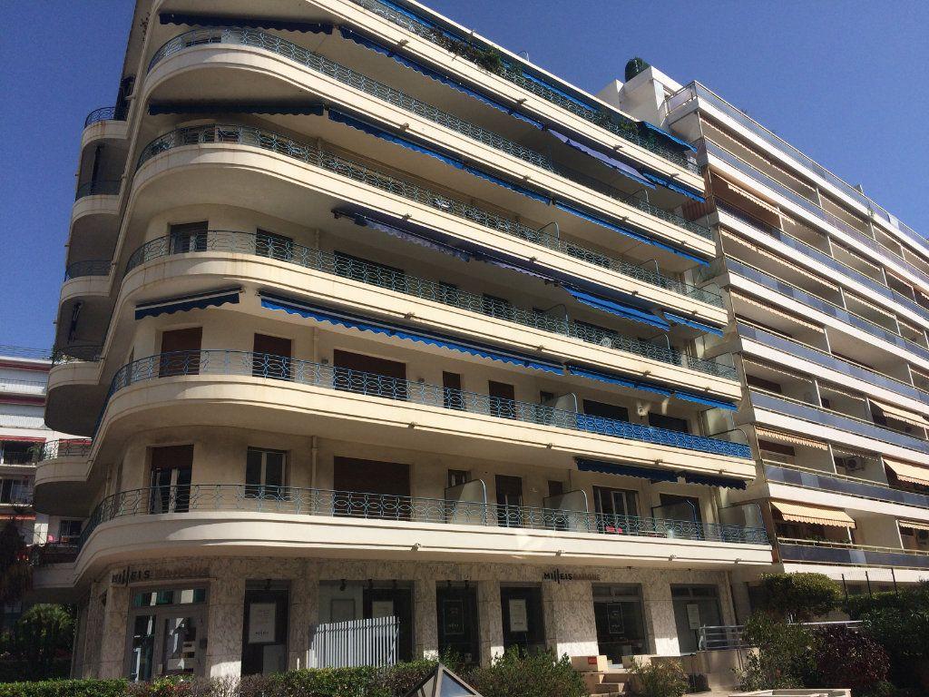 Appartement à louer 1 27m2 à Cannes vignette-1