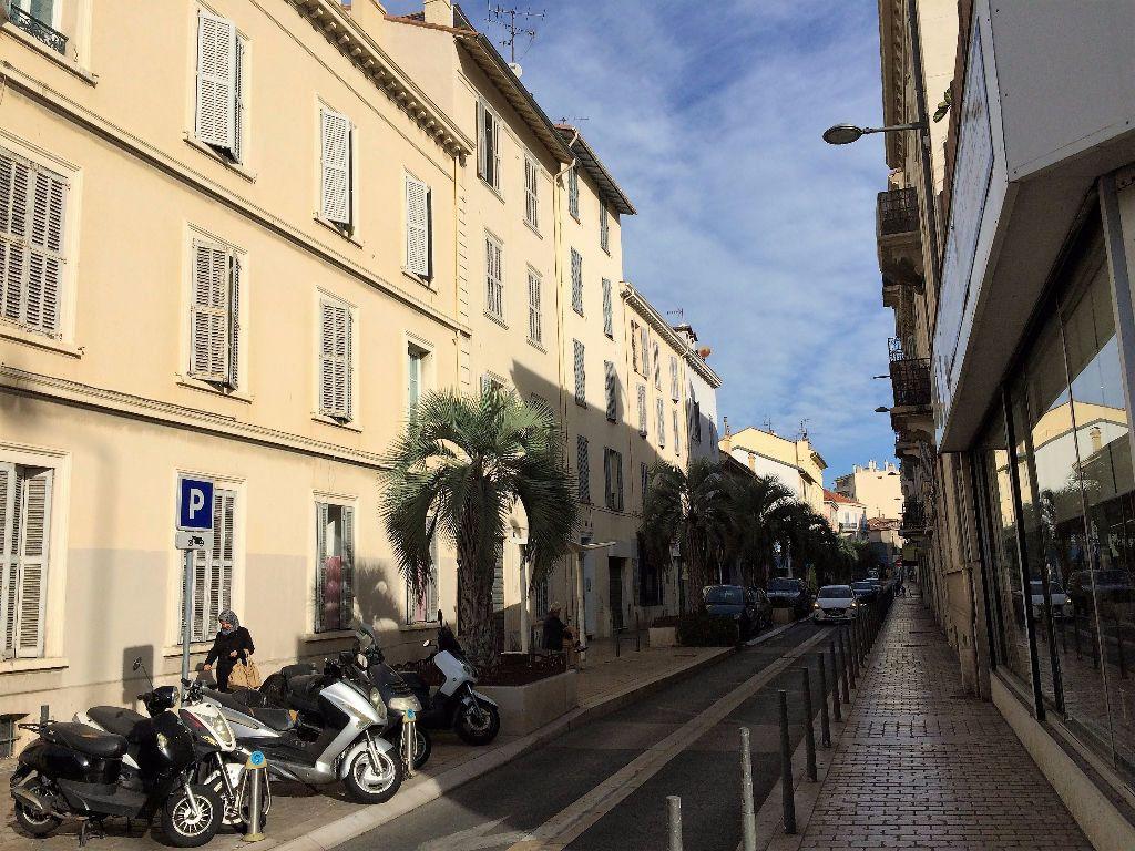 Appartement à louer 1 18.5m2 à Cannes vignette-1