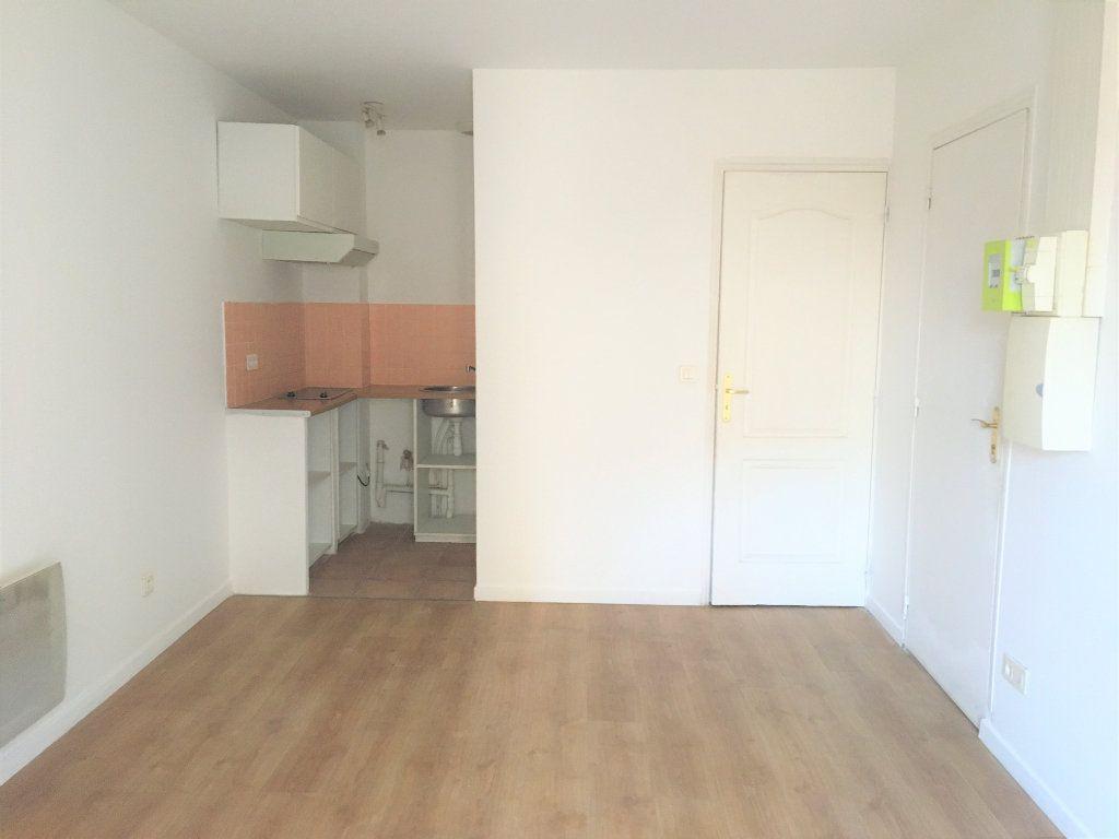 Appartement à louer 1 18.5m2 à Cannes vignette-2