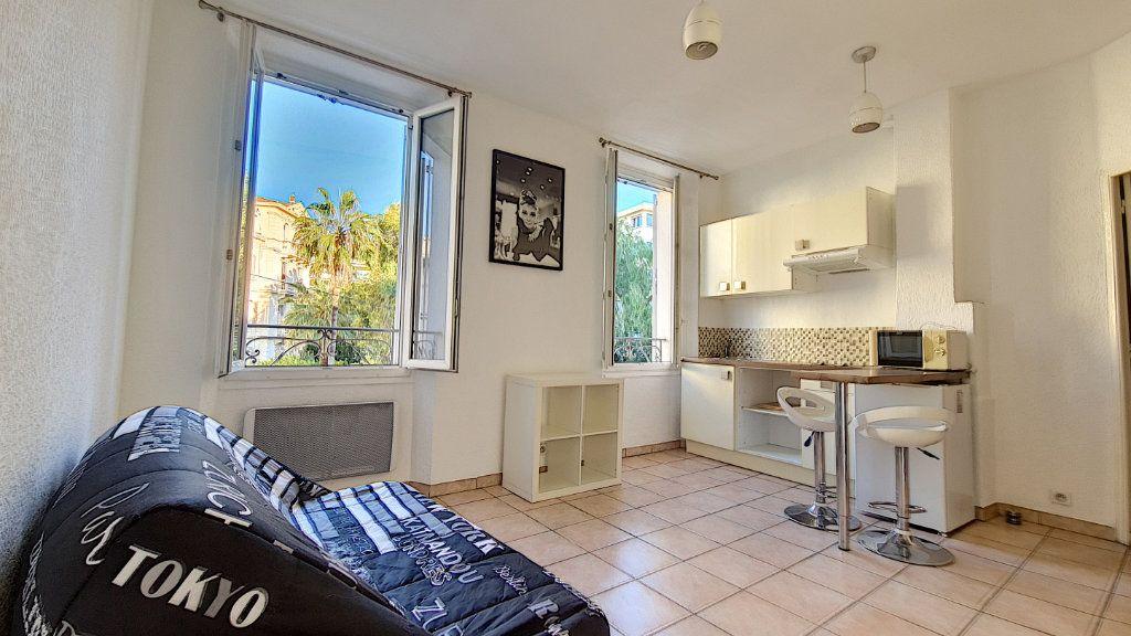 Appartement à vendre 1 20m2 à Cannes vignette-1