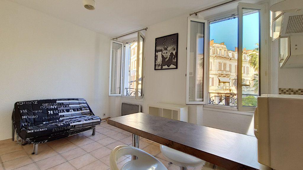 Appartement à vendre 1 20m2 à Cannes vignette-3