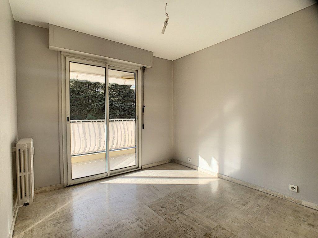 Appartement à louer 4 63.4m2 à Cannes vignette-5