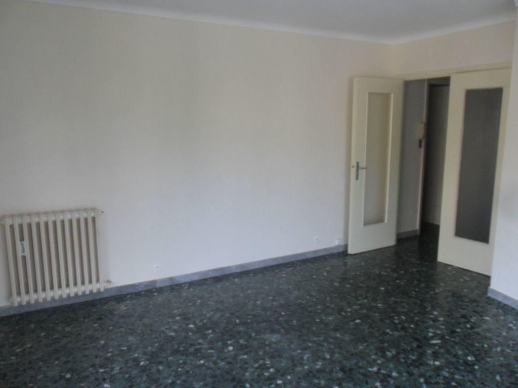 Appartement à louer 3 72m2 à Cannes vignette-4