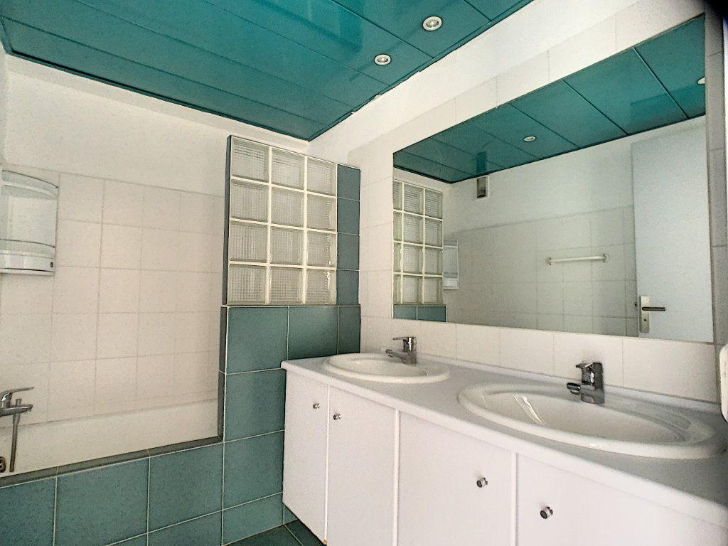 Appartement à vendre 3 76.81m2 à Cannes vignette-9