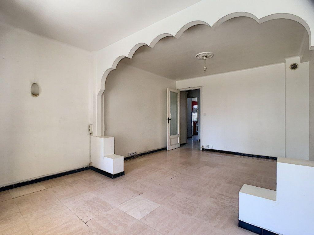 Appartement à louer 2 51.3m2 à Cannes vignette-3