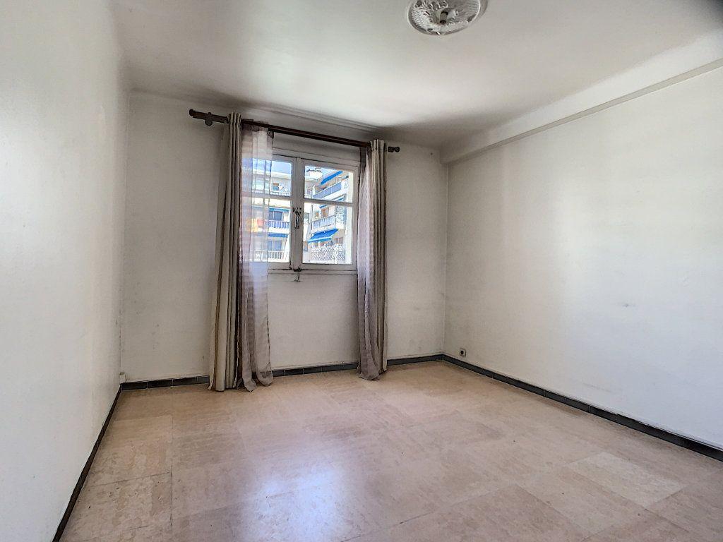 Appartement à louer 2 51.3m2 à Cannes vignette-5