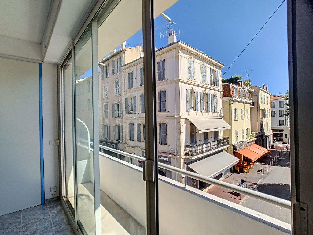 Appartement à louer 2 52.02m2 à Cannes vignette-1