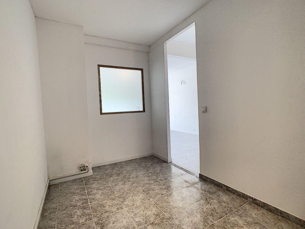 Appartement à louer 2 52.02m2 à Cannes vignette-3