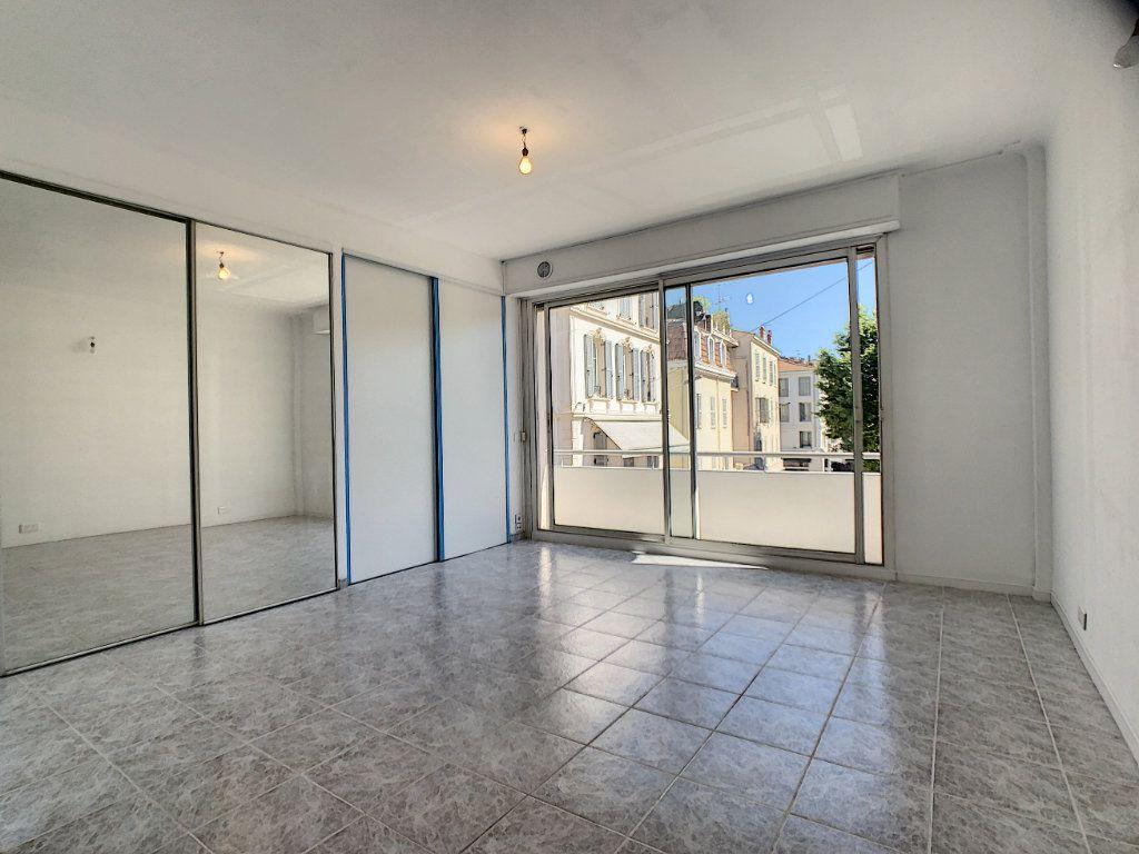 Appartement à louer 2 52.02m2 à Cannes vignette-8