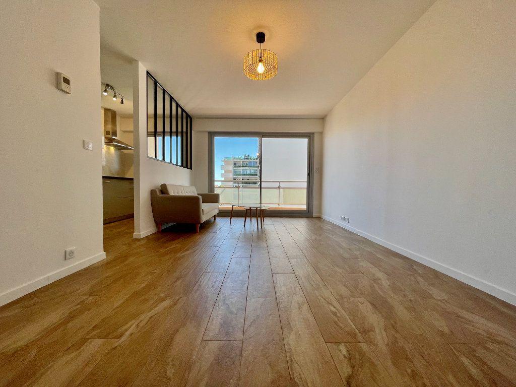Appartement à vendre 3 70.06m2 à Cannes vignette-1