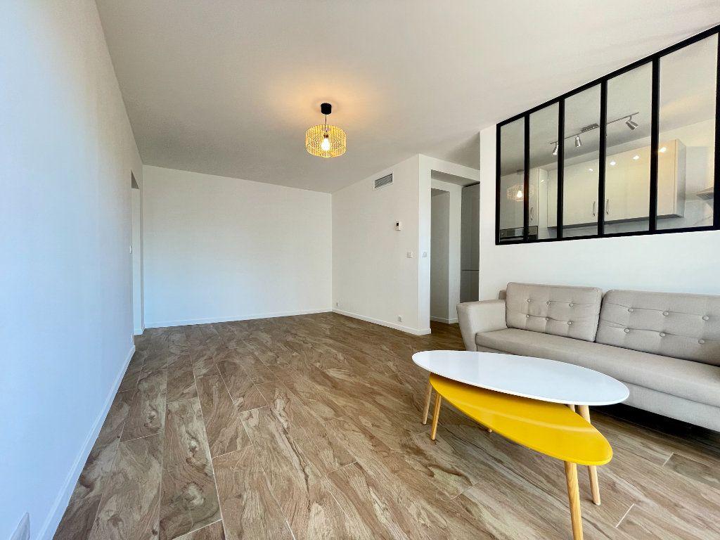 Appartement à vendre 3 70.06m2 à Cannes vignette-2