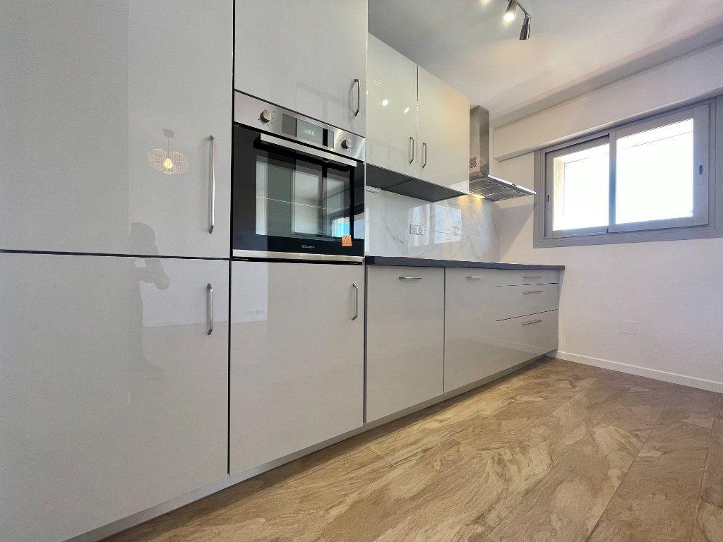 Appartement à vendre 3 70.06m2 à Cannes vignette-3
