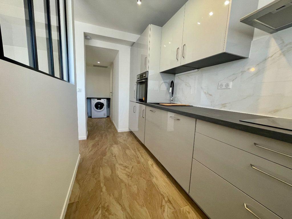 Appartement à vendre 3 70.06m2 à Cannes vignette-4