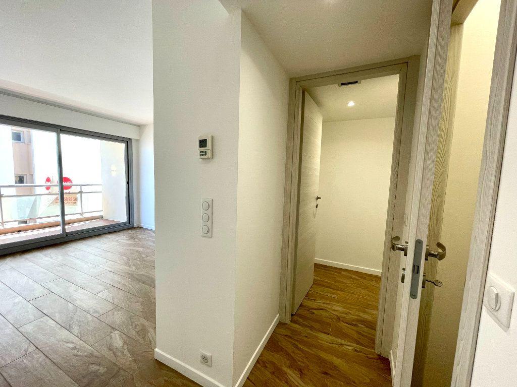 Appartement à vendre 3 70.06m2 à Cannes vignette-6