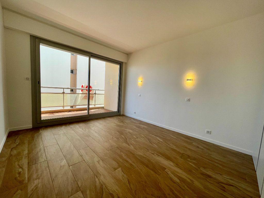Appartement à vendre 3 70.06m2 à Cannes vignette-7