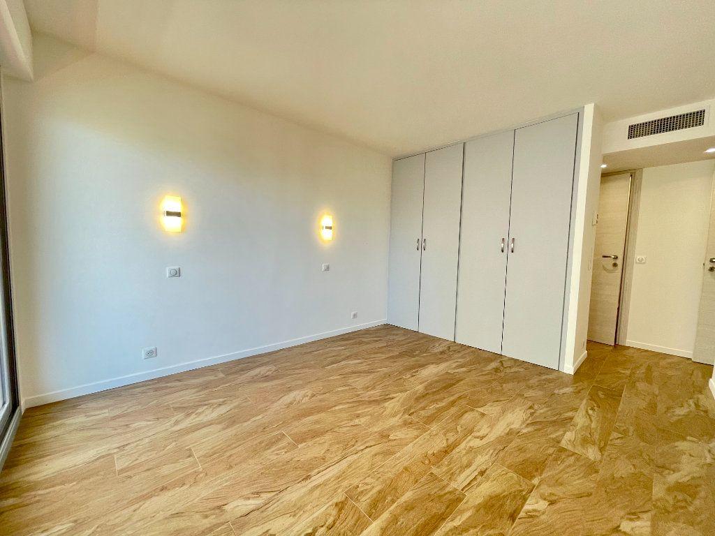 Appartement à vendre 3 70.06m2 à Cannes vignette-8