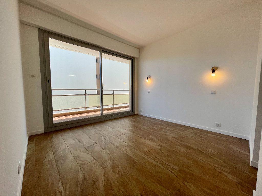 Appartement à vendre 3 70.06m2 à Cannes vignette-11