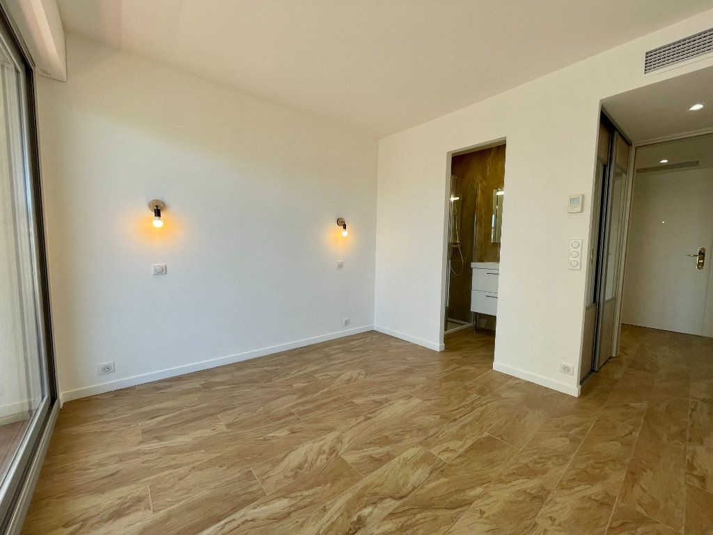 Appartement à vendre 3 70.06m2 à Cannes vignette-12