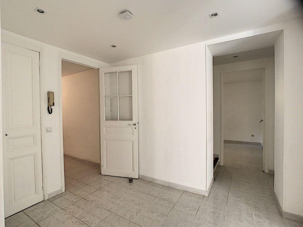 Appartement à louer 3 82.22m2 à Cannes vignette-4