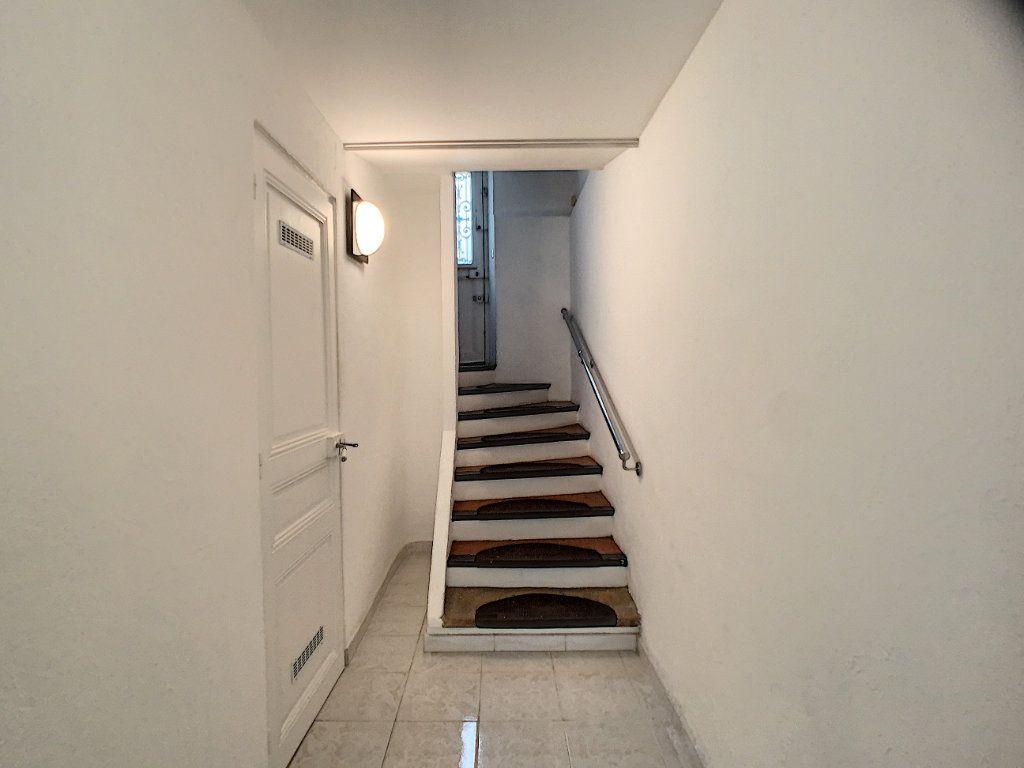 Appartement à louer 3 82.22m2 à Cannes vignette-5