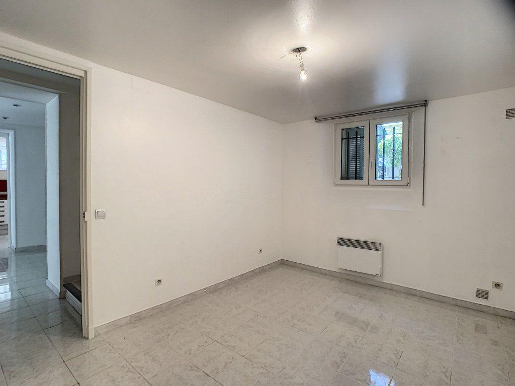 Appartement à louer 3 82.22m2 à Cannes vignette-6
