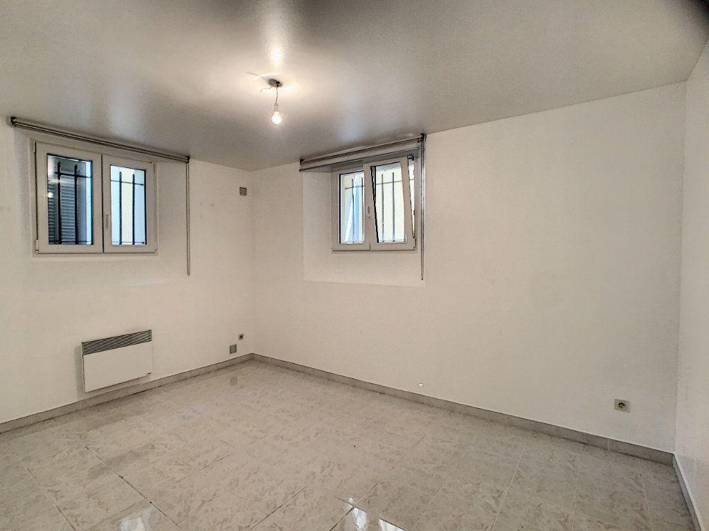 Appartement à louer 3 82.22m2 à Cannes vignette-7