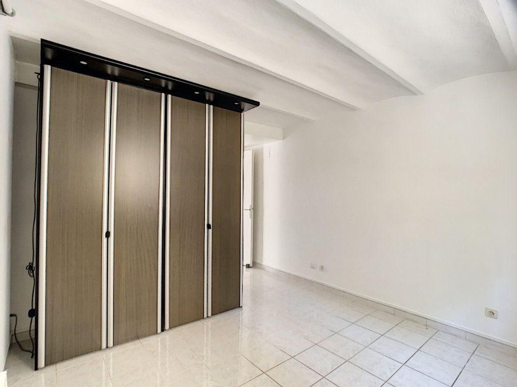 Appartement à louer 3 82.22m2 à Cannes vignette-14