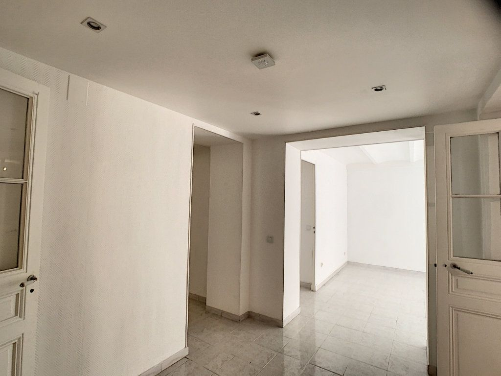 Appartement à louer 3 82.22m2 à Cannes vignette-15
