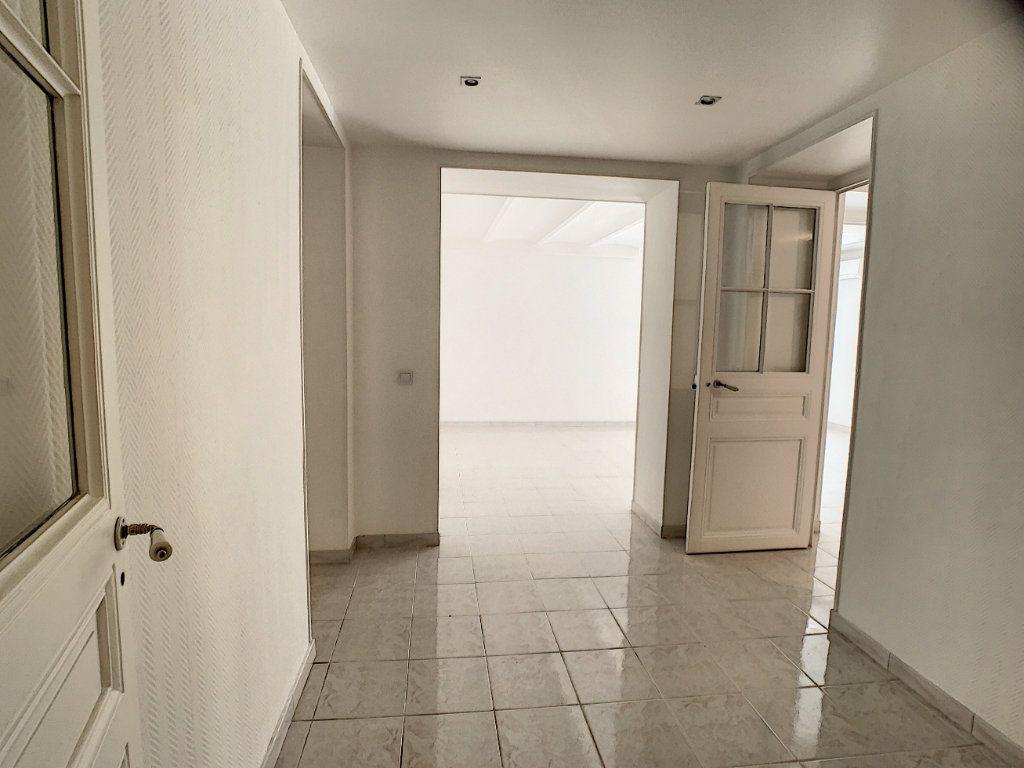 Appartement à louer 3 82.22m2 à Cannes vignette-16
