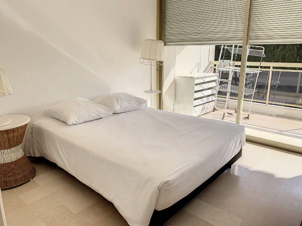 Appartement à louer 2 35.42m2 à Cannes vignette-1