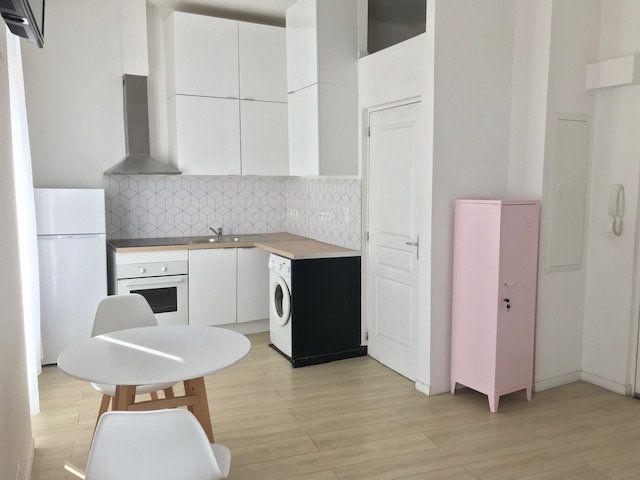 Appartement à louer 1 22.17m2 à Cannes vignette-2