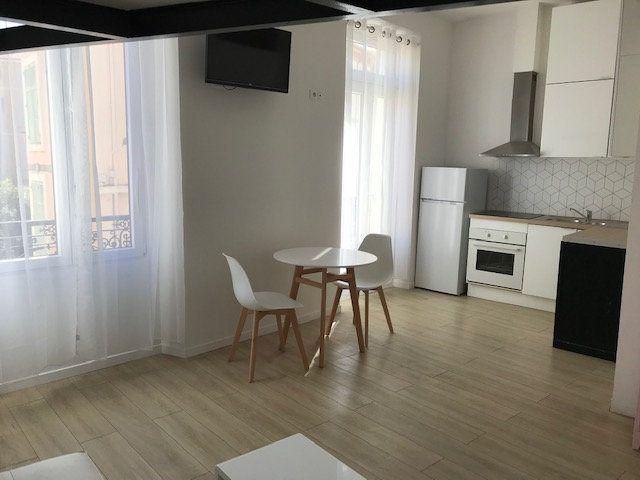 Appartement à louer 1 22.17m2 à Cannes vignette-3