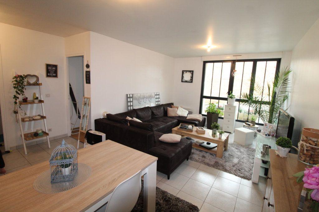 Appartement à louer 2 57m2 à Chauny vignette-1