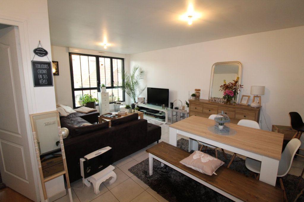 Appartement à louer 2 57m2 à Chauny vignette-2