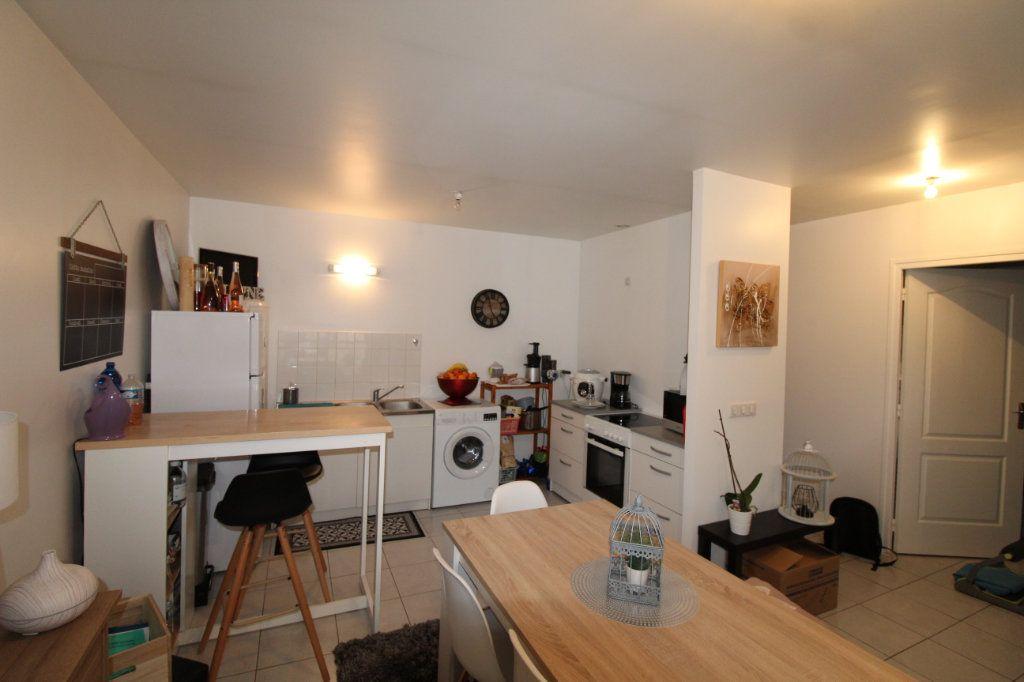 Appartement à louer 2 57m2 à Chauny vignette-3