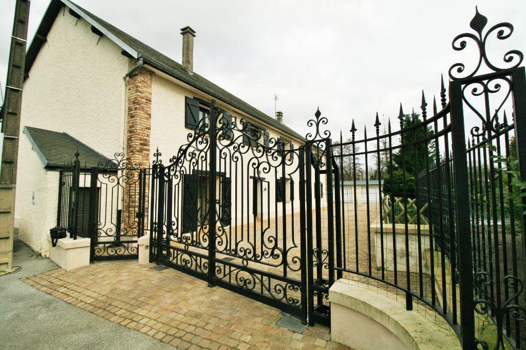 Maison à vendre 8 340m2 à Servais vignette-2