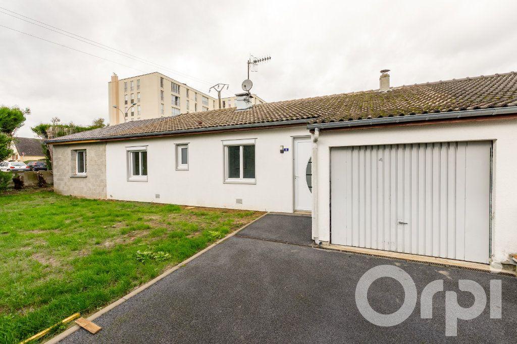 Maison à vendre 4 115m2 à Chauny vignette-1